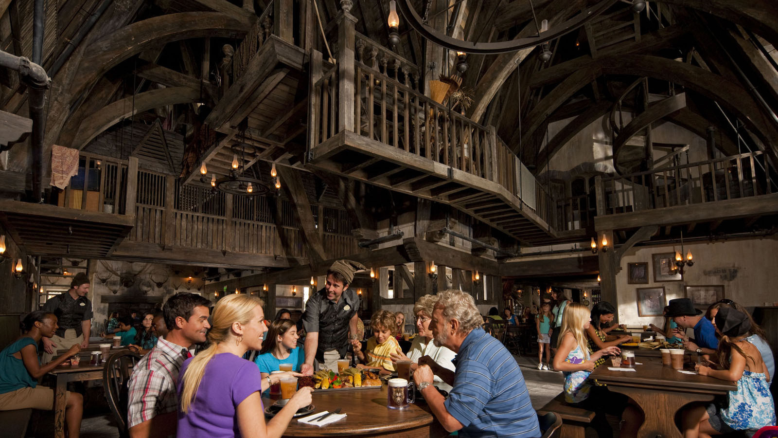 la-trb-wizarding-world-harry-potter-three-broomsticks-hogs-head-20160218